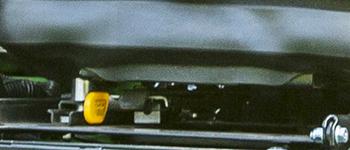 Dźwignia sterująca położeniem wzdłużnym fotela zzawieszeniem ComfortGlide