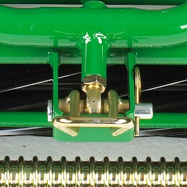 Układ mocowania z przeguem kulowym