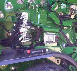 Ruch tylnej klapy amortyzowany jest dzięki sterowaniu zaworem hydraulicznym