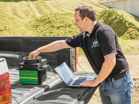 Czujnik HarvestLab™ 3000 w konfiguracji stacjonarnej