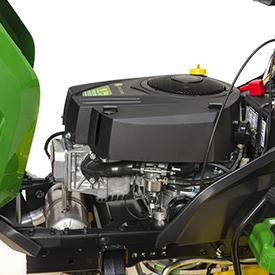 Otwarta pokrywa silnika w celu ułatwienia czynności obsługowych