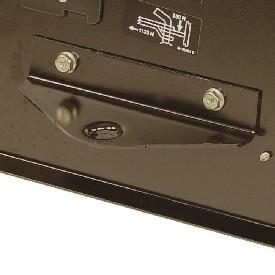 Standardowy tylny zaczep, przeznaczony do wyposażenia holowanego przez kosiarkę samojezdną