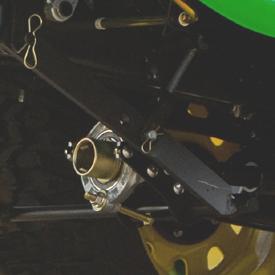 Opcjonalny napęd AutoConnect zamontowany do kosiarki samojezdnej X948