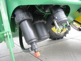 W celu zapewnienia łatwego dostępu filtry i złącza są zgrupowane w jednym miejscu (wraz z opcjonalnym samoczyszczącym filtrem ciśnieniowym)
