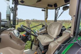 Fotel typu Super Deluxe w ciągniku 5GV z kabiną