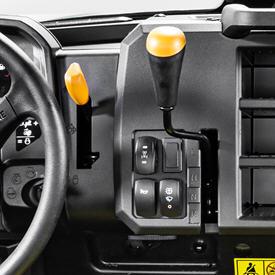 Przełącznik blokady mechanizmu różnicowego i mechanicznego napędu kół przednich