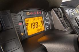 Panel wskaźników z podświetlanymi przełącznikami
