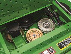 O painel de manutenção da plataforma de corte abre-se para permitir o acesso
