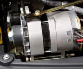A fonte de alimentação do circuito do molinete é um alternador de 180 amp