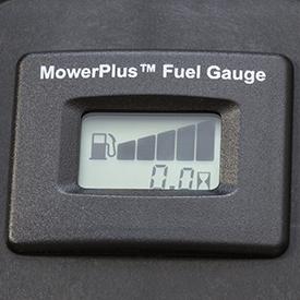 Indicador do nível de combustível de fácil leitura mostra que o depósito está cheio