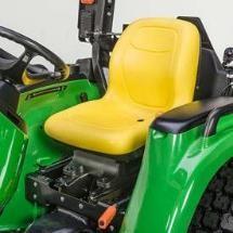 O enchimento espesso do assento proporciona uma condução confortável