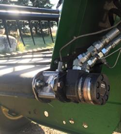 Приводной двигатель правой ленты