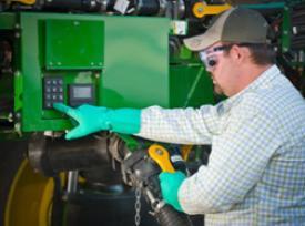 Система контроля жидкости обеспечивает загрузку и управляется кнопками на панели управления