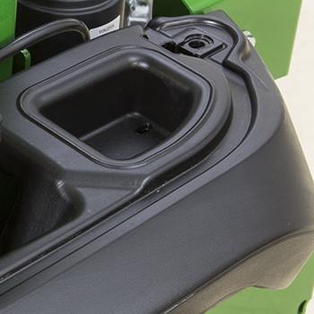 Skyddat förvaringsutrymme under batteriluckan