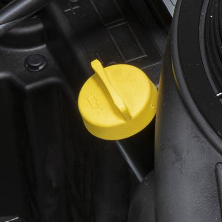 Kontroll av motoroljenivå och påfyllningslock