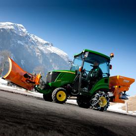 Samtidig tillkoppling av flera redskap (på bilden: traktor 1026R)