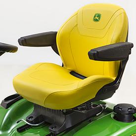 Cómodo asiento cortado y cosido con reposabrazos opcionales