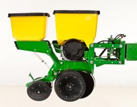 MaxEmerge 5 con tolva de 56 L (1.6 bu) más insecticida